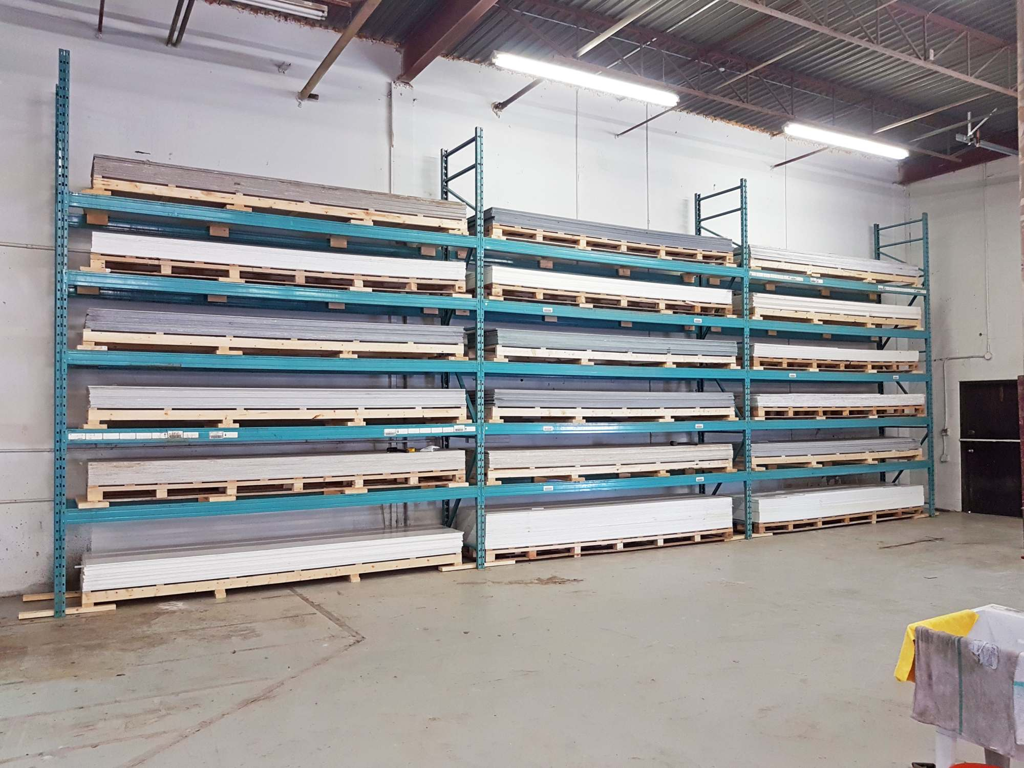 Warehouse Solid Surface Rack One